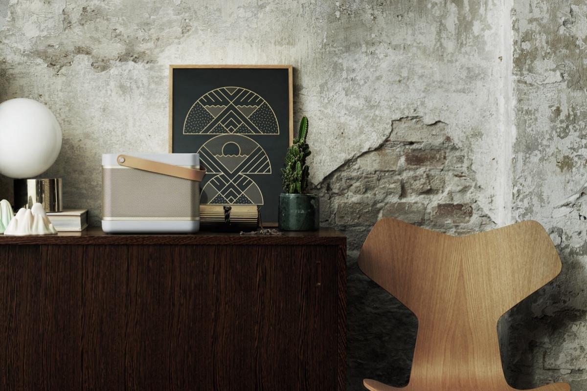hifi concept living frisch jung dynamisch beoplay kopfh rer bluetooth speaker. Black Bedroom Furniture Sets. Home Design Ideas